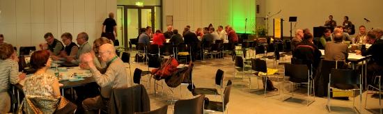 Beim World-Café waren alle Teilnehmenden gefragt und konnten sich einbringen. Foto: Markus Hölzel
